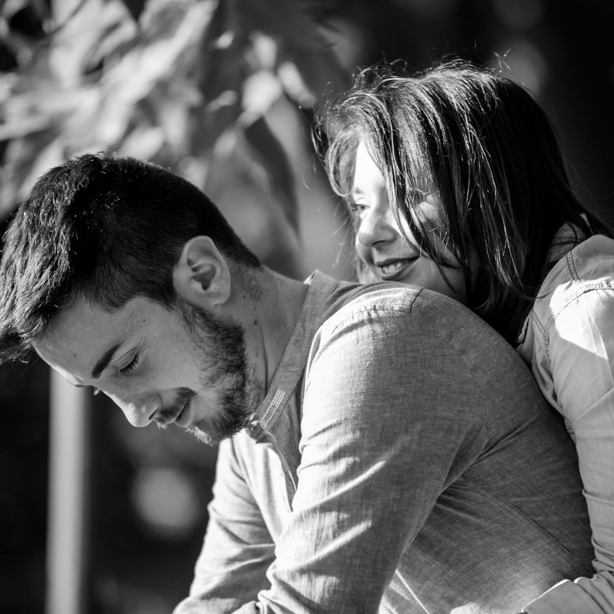 coppia abbracciata torino fotografie