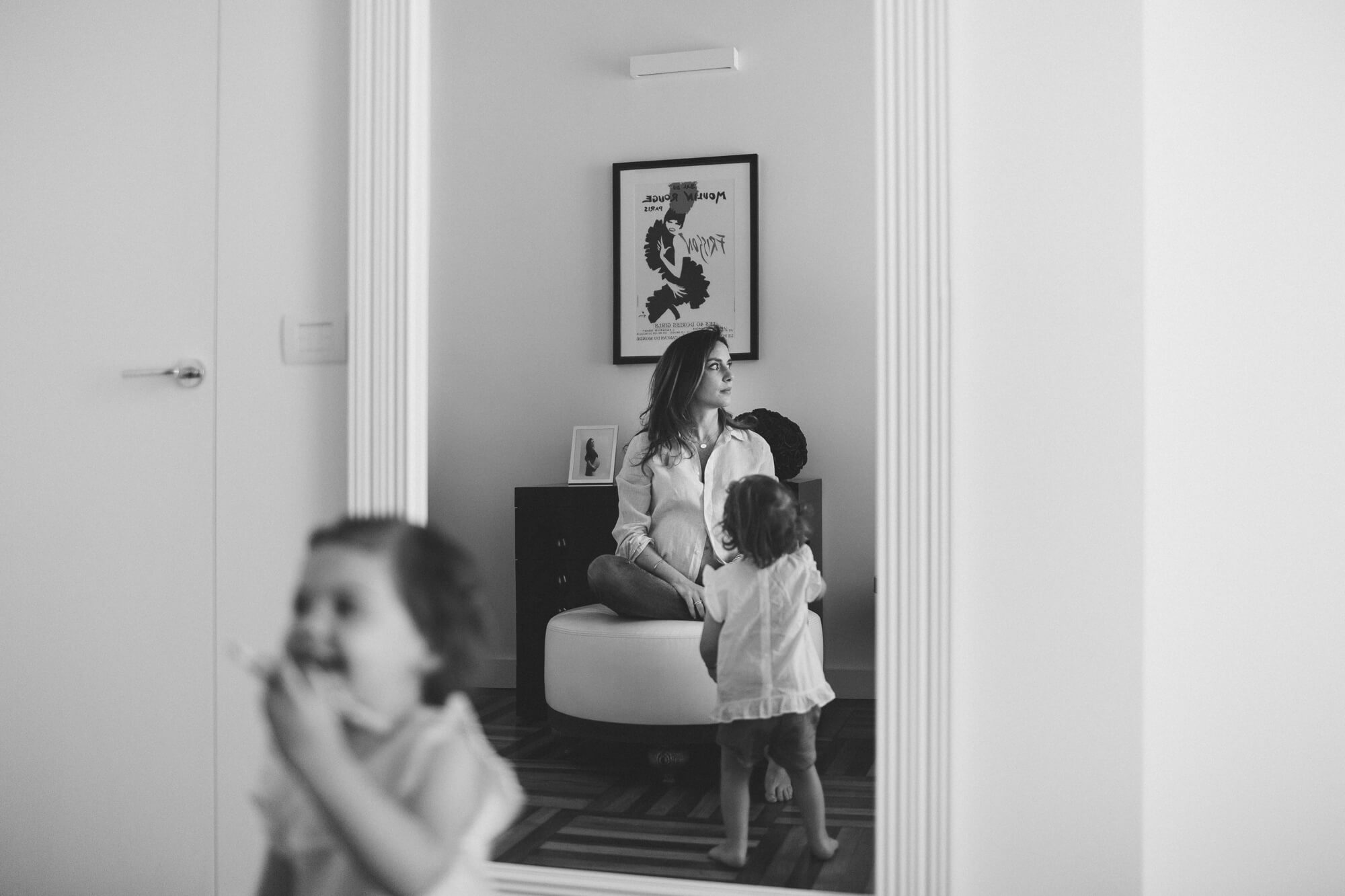 mamma e figlia giocano