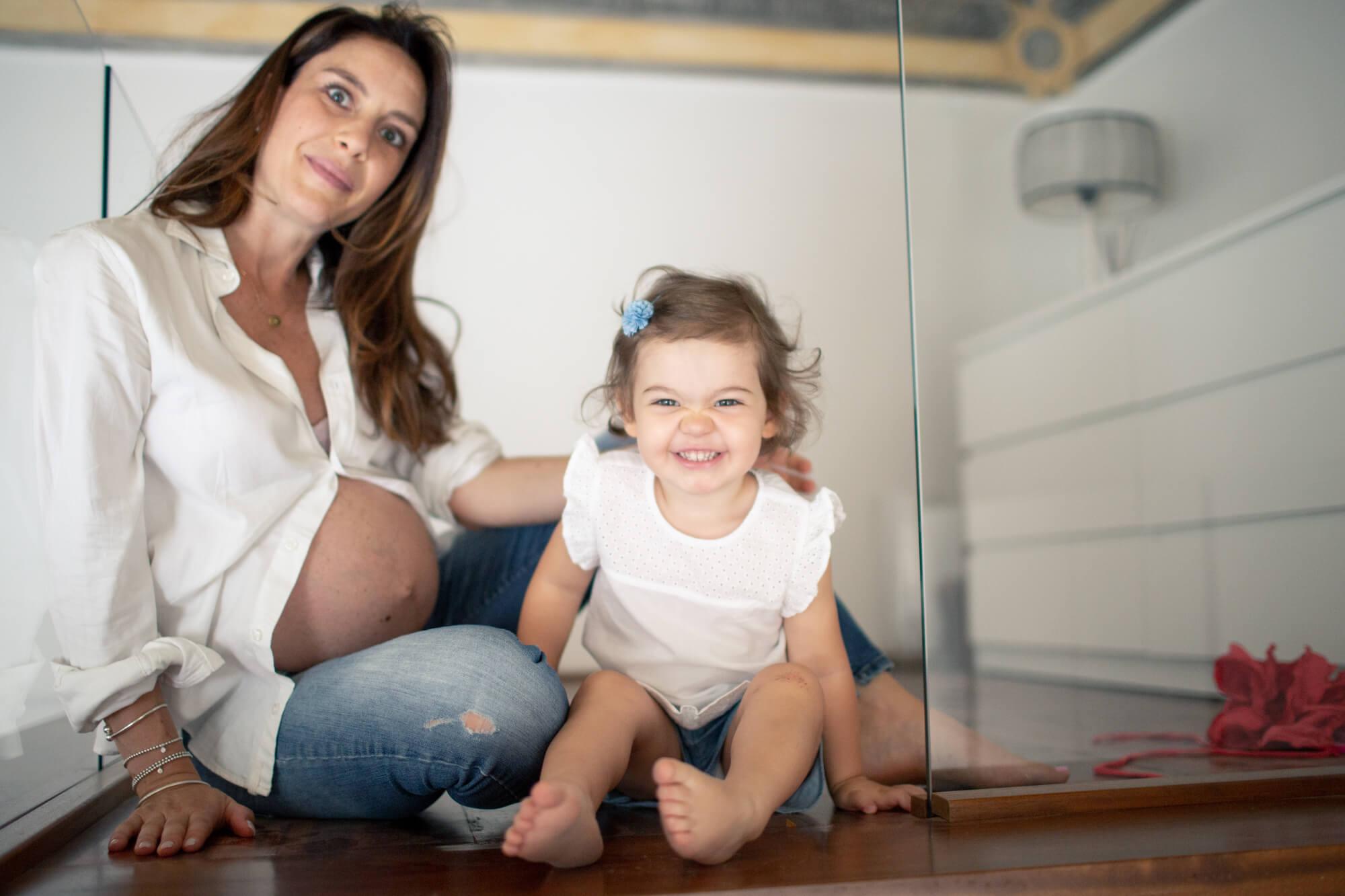 ritratto a casa di mamma e figlia
