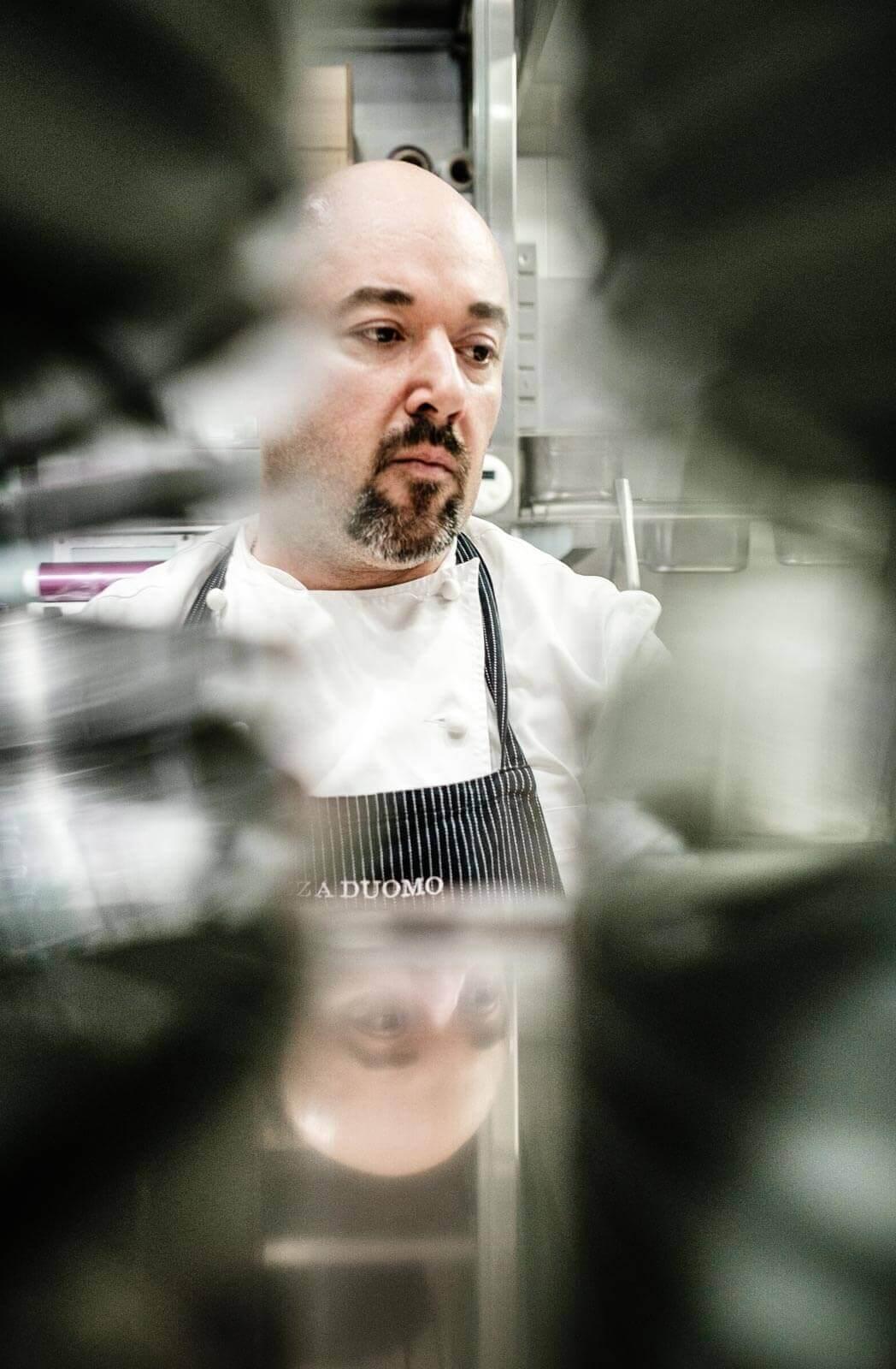 chef in cucina